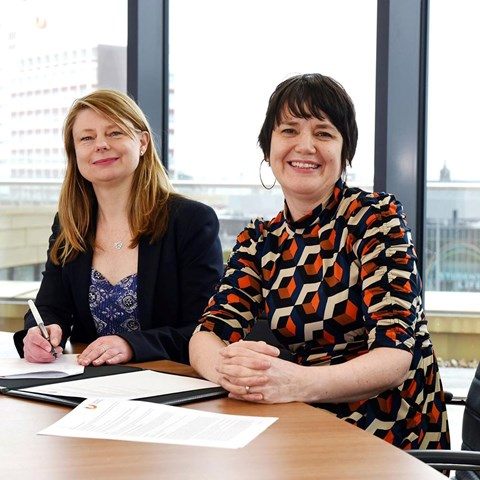 Signing the MOU – Sofia Senior Consents Manager Kim Gauld-Clark and Siobhan Fenton, TU Associate Dean (Enterprise and Business Engagement) (Feb 2020)